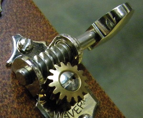 khóa đàn guitar cũ