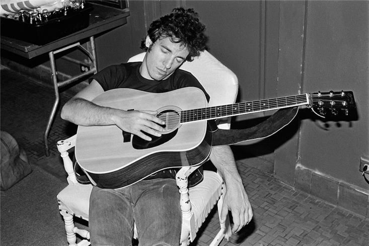 Sleeping-Guitarist