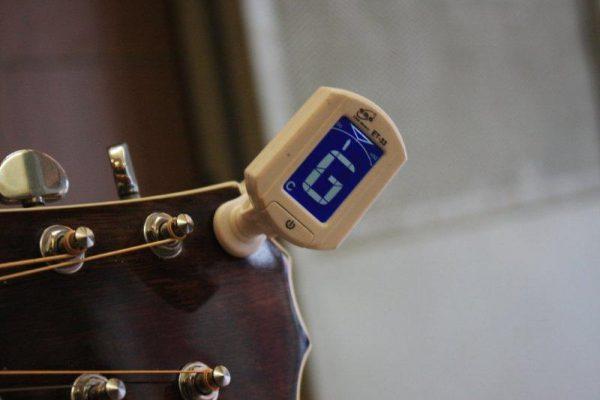 guitar-tuner-et33