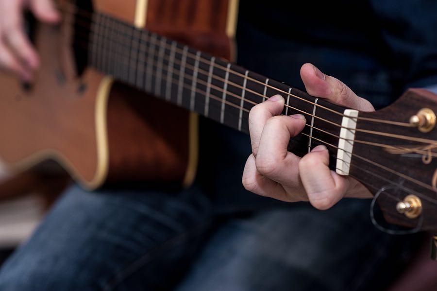 Làm Sao Để Chuyển Hợp Âm Nhanh? | Guitar Station