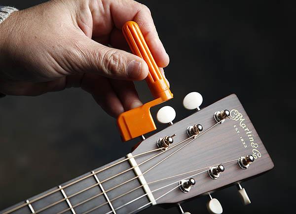 ve sinh dan guitar 4