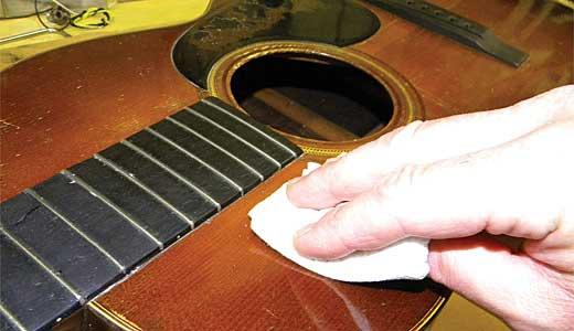 ve sinh dan guitar 5