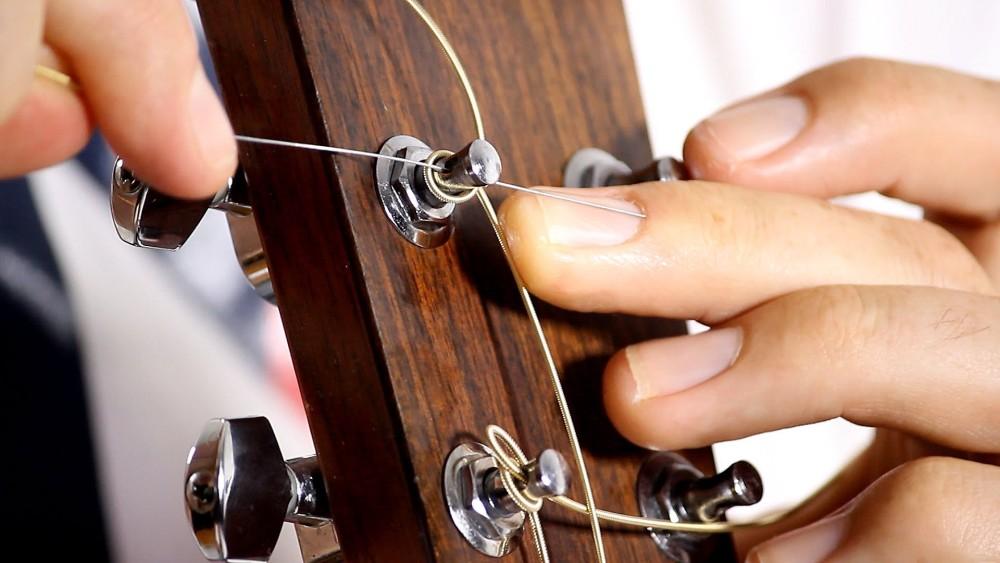 ve sinh dan guitar 8